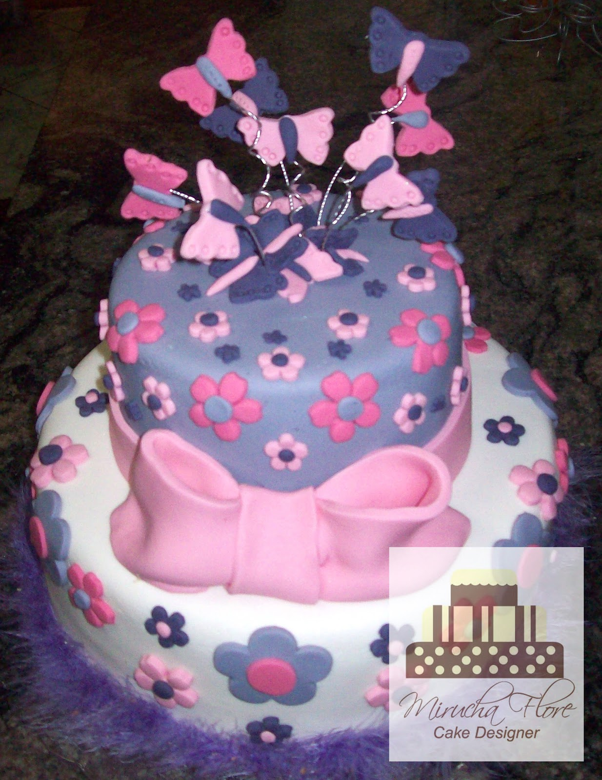 Pin Bolo Borboletas Para Comemorar O Aniversário Da Antonia De 2 Cake