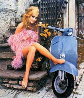 Vespa Pin Up Calendar