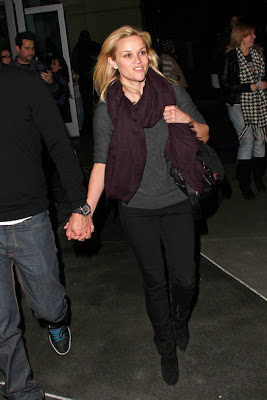 Reese Witherspoon Lovely In Pashmina Deep Maroon