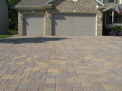 Snow removal for brick paver driveways green with envy inc so when it comes time for removing the snow from your brick paver driveway you need to take extra care in order to protect your investment solutioingenieria Gallery