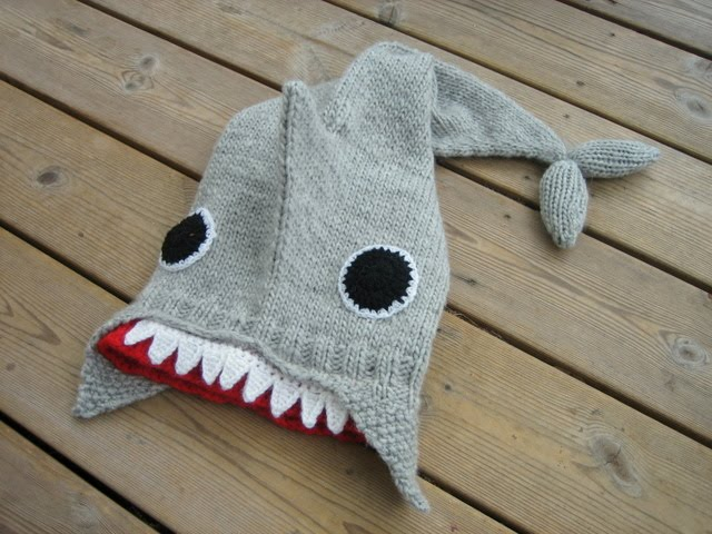 YARN JUNGLE: Finished Shark Hat, Walk in the Mist and Cartoons