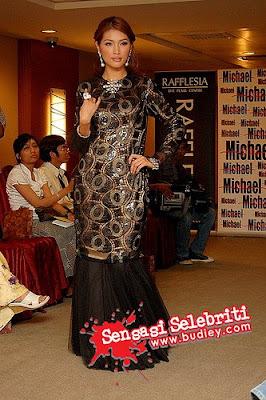 fesyen si Amber Chia ni. Eh sebenarnya memang target nak kurung moden