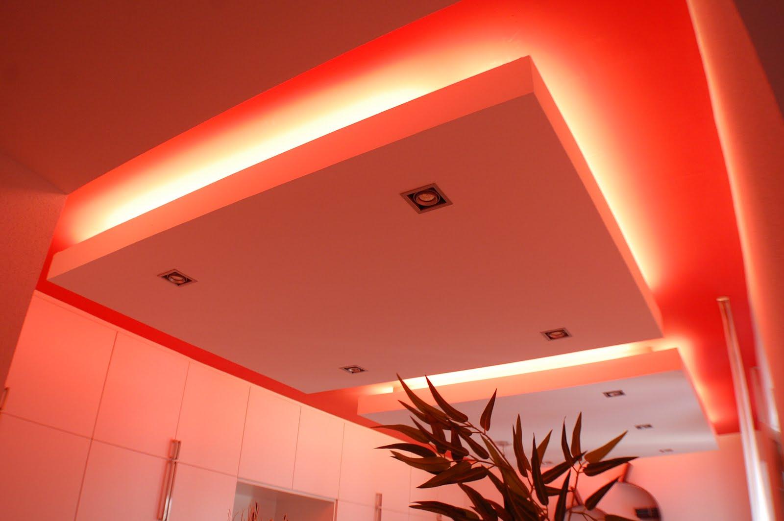 Mmas red house - Luz indirecta salon ...