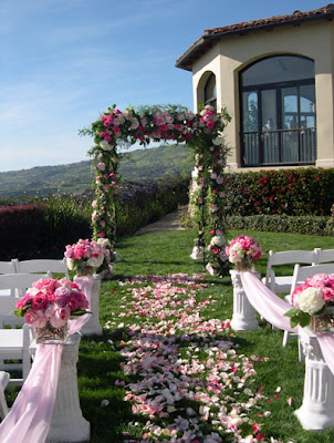 I had to show you the larger image of this ROMANTIC wedding aisle idea by
