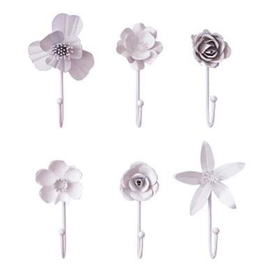 Aren't these wall hooks so cute? I think they would look so pretty