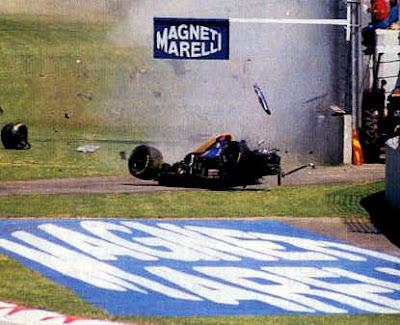 Simtek F1 de Roland Ratzemberger no momento da batida no GP de Imola em 1994,  by continental-circus.blogspot.com