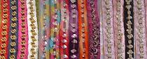 Pulseirinhas com crochê coloridas e com strass