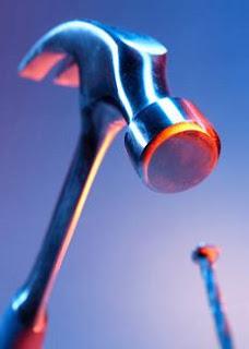 http://4.bp.blogspot.com/_M9n45_wd-Co/STQWMm6f6uI/AAAAAAAAB9o/i6z2-b2Yx4c/s320/hammer-nail.jpg