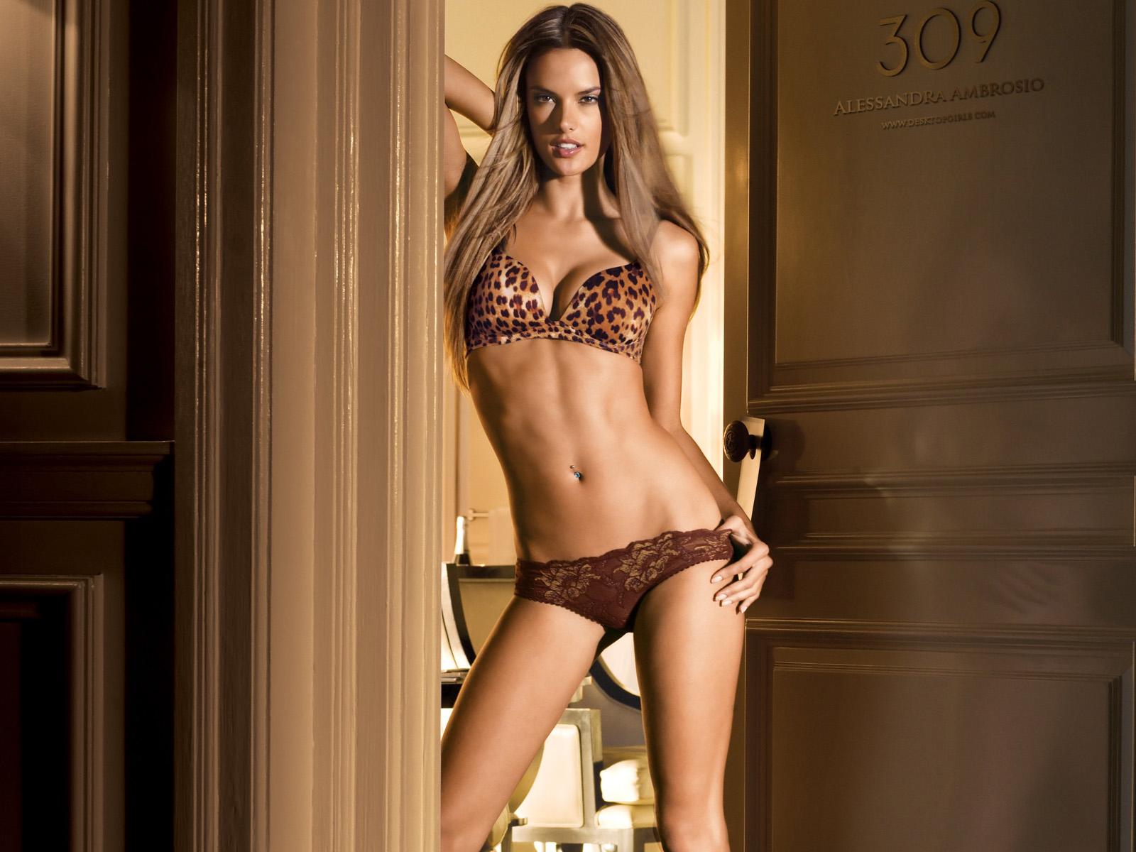 http://4.bp.blogspot.com/_MB7mMA64Mfk/S_J-_vYtLJI/AAAAAAAAADY/r8Ux9d38tJQ/s1600/Alessandra_Ambrosio_48200835826PM976.jpg