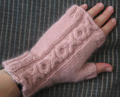 Knitting Pattern Kfb : Pickin and Throwin: Fingerless Mitts with XO Cable