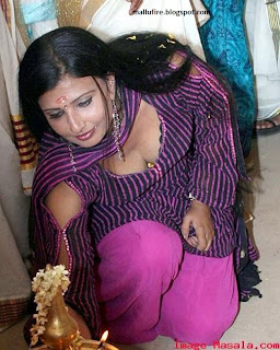 Malayalam serial aunty showing cleavage ~ Actress Sexy Photos, Movie
