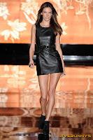 Alessandra Ambrosio Sexy legs