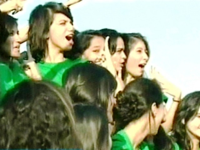Pakistan guinness book of world records 19 girls in 1 car