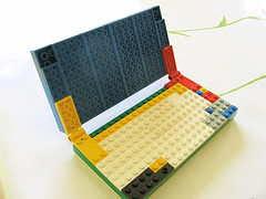 Laptop gjord av legobitar