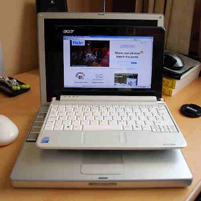 Netbook, lätt bärbar dator cirka 1 kilo