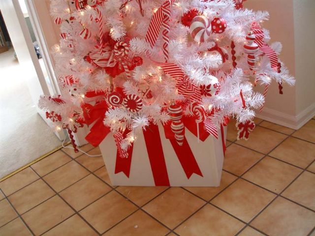 Susan E Red and White Tree Bottom