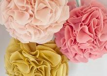 Подобные цветы из ткани можно использовать для украшения.