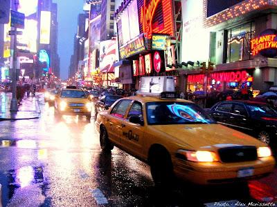 http://4.bp.blogspot.com/_MMYG2F1RJiw/SzBmDn3DOTI/AAAAAAAAA24/R9BF8FGjAlY/s400/NYC+Taxi+at+Night.jpg