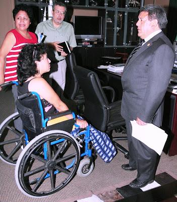 http://4.bp.blogspot.com/_MNrmNDX3sCo/R8XvggkquXI/AAAAAAAACL8/KxAtLY4buuQ/s400/Discapacitados.jpg