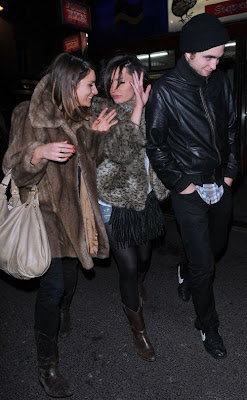 Sturridge Robert Pattinson on T4 Presenter Marquita Oliver And His Pal British Actor Tom Sturridge