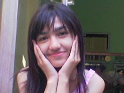 http://4.bp.blogspot.com/_MP9J_I1Pg74/TU3ugfkeB-I/AAAAAAAAADw/_CMDHl6_dfA/s1600/Vivi.cewek.manis.jpg