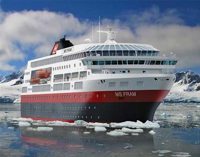 Crucero choca contra iceberg en Antartida