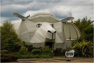 The sheep building (Tirau, Waikato, New Zealand)