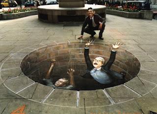 Desenho homens dentro do poço - Desenhos tridimensionais na calçada - Giz - Julian Beever