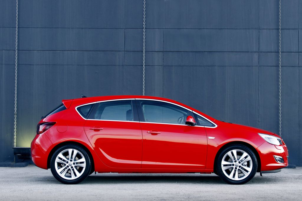 in4ride 2010 opel astra arrives in south africa. Black Bedroom Furniture Sets. Home Design Ideas