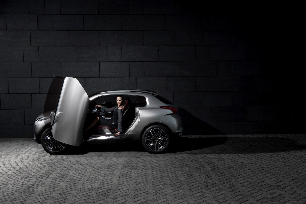 IN4RIDE  PEUGEOTS HR1 CONCEPT IN PARIS