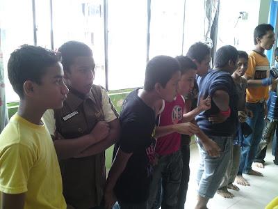 lawatan kerumah anak yatim pelarian rohingya Makan+limau