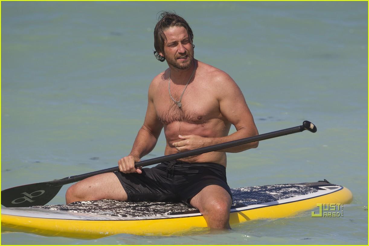 http://4.bp.blogspot.com/_MU5KF3Oh2hM/TU_ppPdC7JI/AAAAAAAAArw/9CUBvzSzyYw/s1600/gerard-butler-windboarding-hawaii-01.jpg