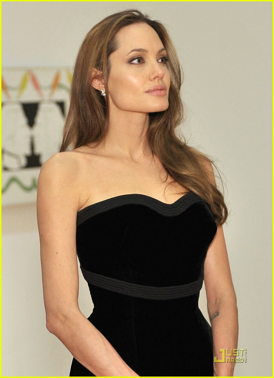Angelina Jolie Tarzı Göz Makyajı: Angelina Jolie Makyajı