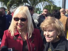 Una Fotografia Actual vemos a Lissette junto a su Mamá : Olga Chorens