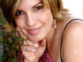 Elena Romero se hizo presente cantando Boleros por el Dia de las Madres
