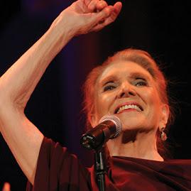 La dama de la canción española ofrecio  un recital en el Teatro Circo