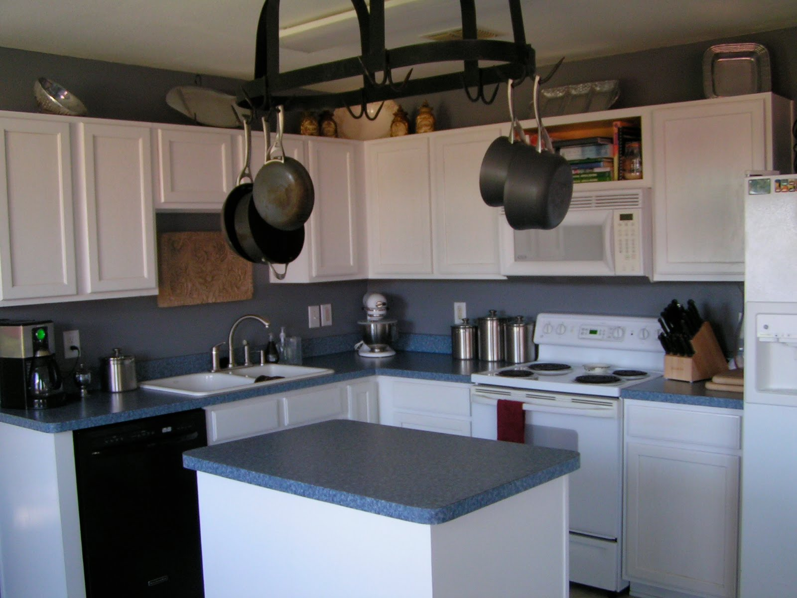 Remodelaholic Updated Kitchen counter tops back splash and