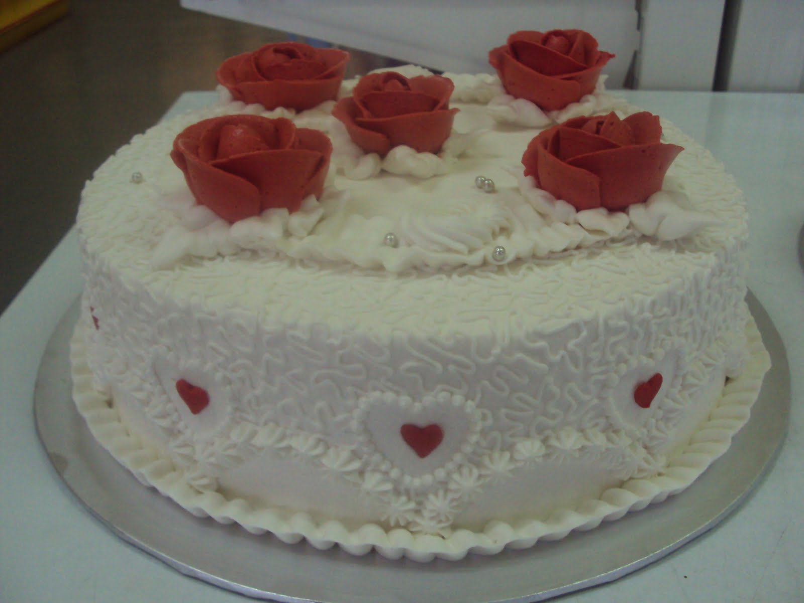 ... PONTIAN: 2-TIER WEDDING CAKE(BUTTER CREAM FROSTING) WHITE-RED THEME