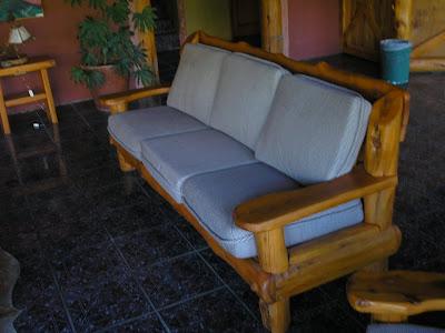 Muebles artesanales sillones rusticos en madera cipres for Muebles artesanales