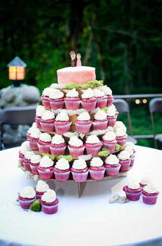 Mini cakes in hot pink