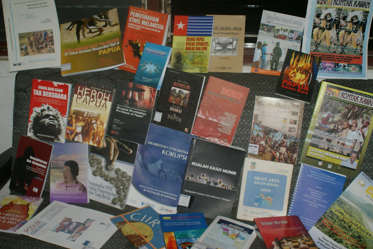 KETERSEDIAAN BUKU YANG TERBATAS DI SECRETARIAT FOKER LSM PAPUA 2010
