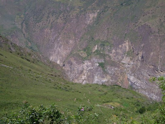 Le sentier qui mène à Choquequirao...