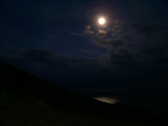 La Lune pour seul éclairage sur la Isla taquile