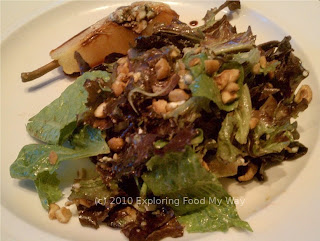 Bartlett Pear Salad with Bleu Cheese and Walnuts