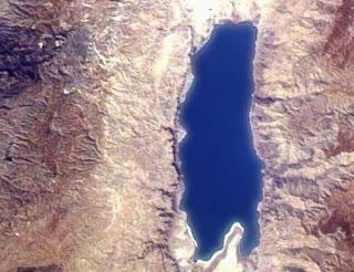 dead sea sat Sebab Kita Boleh Terapung di Laut Mati