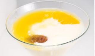 Crema de Yogur bañada en zumo de naranja