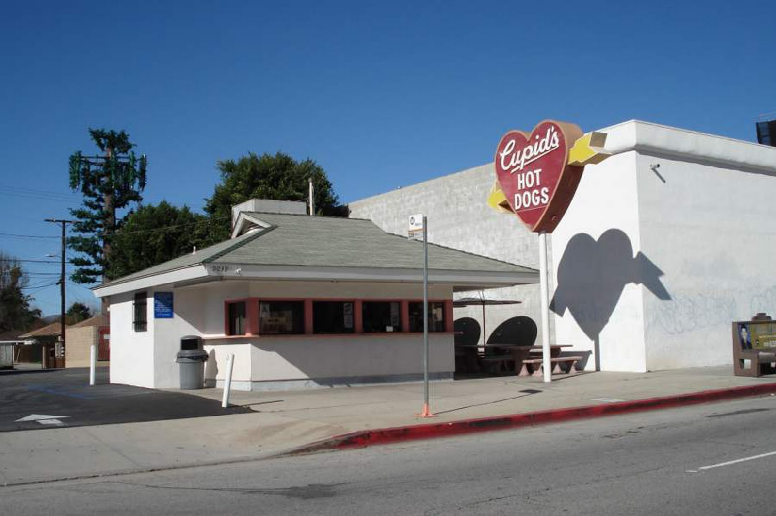 Cupid's 2010 http://museumsanfernandovalley.blogspot.com/2010/04/cupids-hot-dogs-in-northridge.html