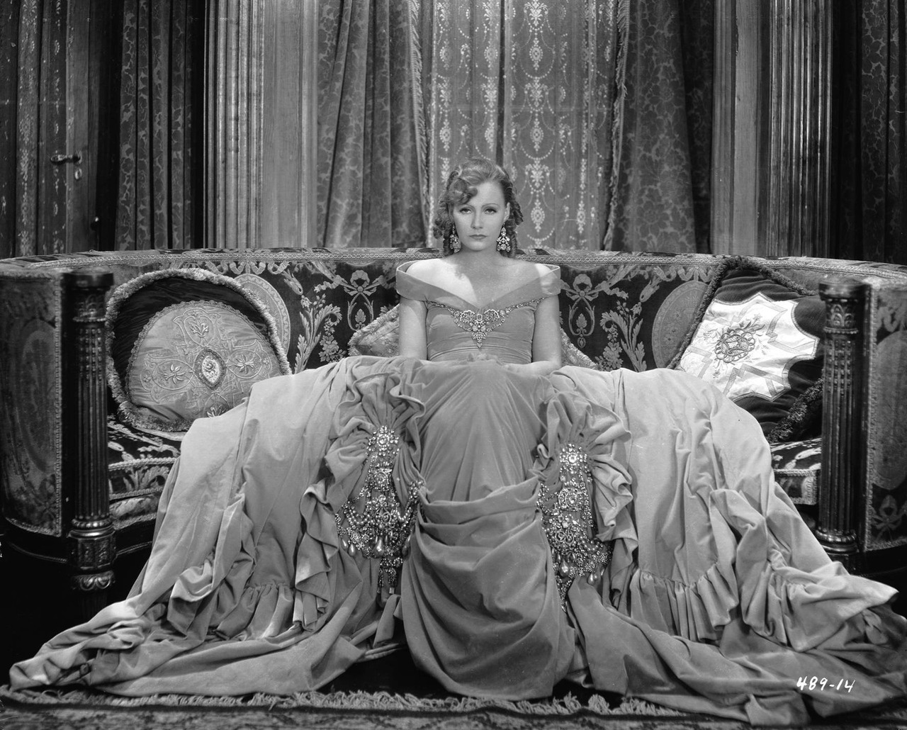 "VINTAGE BLOG: George Hurrell : Greta Garbo ""Romance"" 1930"