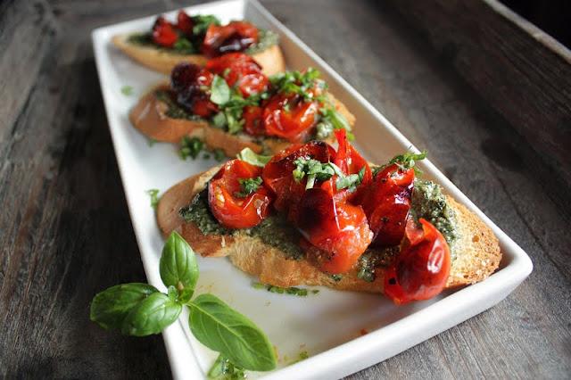 Oppskrift Bruchetta Forrett Vegetar Vegan Bakte Tomater Hjemmelaget Pesto Basilikumpesto