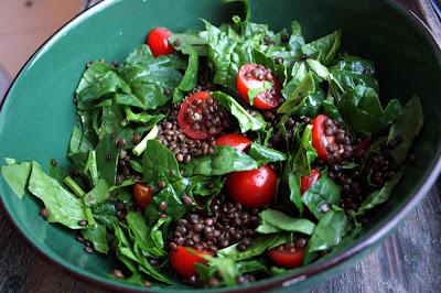 Oppskrift Hjemmelaget Tapas Vegetar Småretter Belugalinser Linser Spinat Cherrytomat Salat
